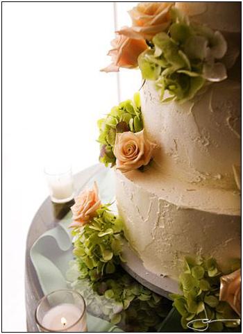ivory-cake-pink-roses.jpg