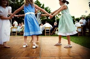 outdoor-wedding-reception-dancing