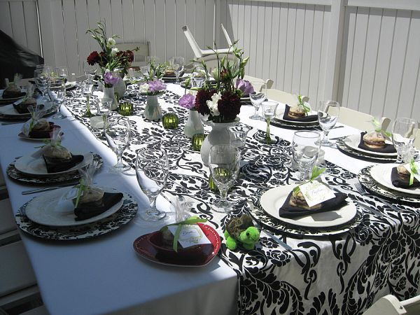 damask tablescape