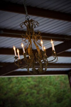 chandelier-barn-wedding