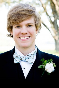 groom-with-cotton-boutonniere