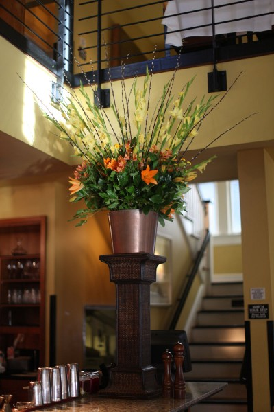 orange-and-yellow-tropical-large-flower-arrangement