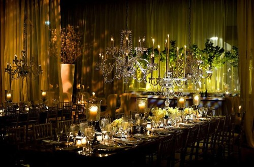 vintage-modern-estate-tables-chandeliers-yellow-lighting