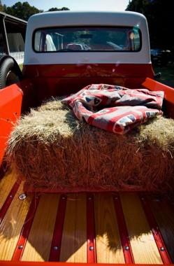 vintage-truck-wedding-getaway