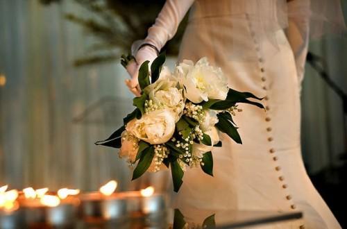 white-peony-bouquet-vintage-bride
