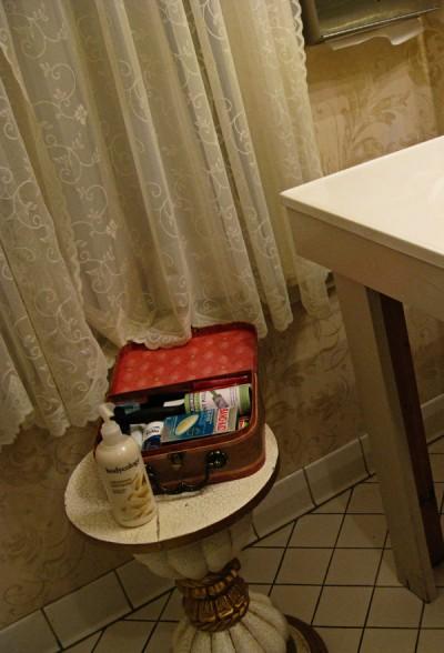 wedding-bathroom-baskets1
