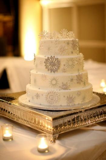 white-and-silver-snowflake-cake