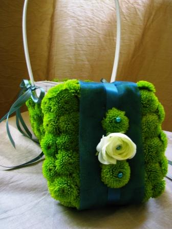diy-ring-bearer-pillow-using-mums