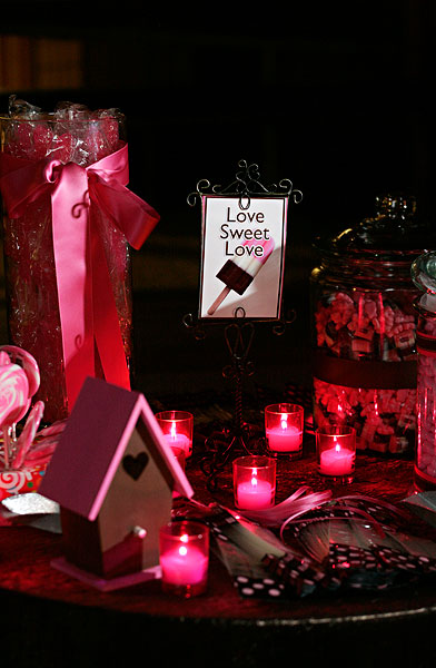 pink-and-black-candy-buffet