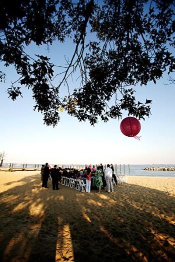 pink-chinese-lanterns-wedding