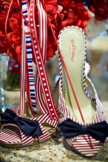 Gals' shoes