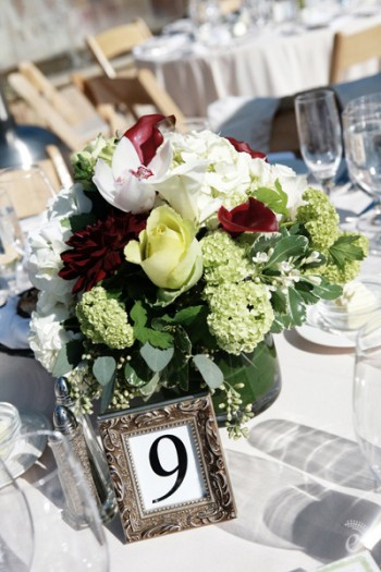deep-red-and-spring-green-centerpieces