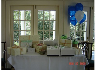 gifts-table