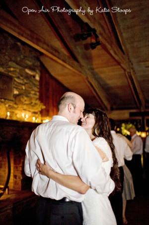 farm-wedding-first-dance
