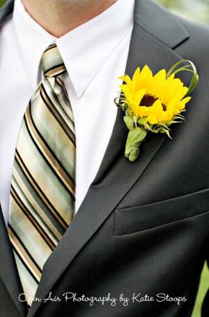 groom-striped-tie-sunflower-boutonniere