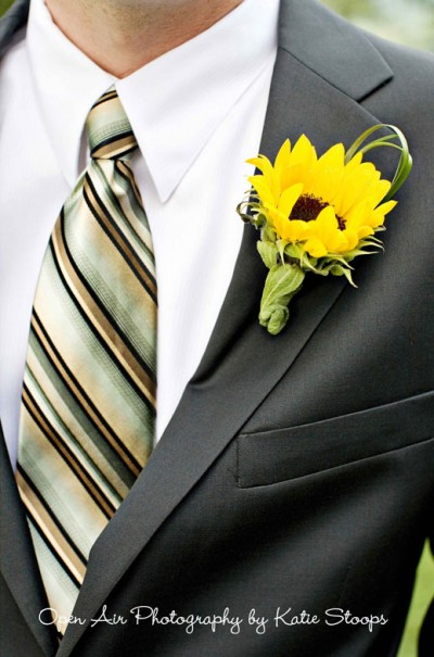 Sunflower boutonniere with grass accent via Wedding Invitation