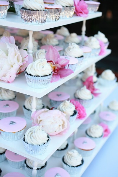 pink-and-white-cupcake-tower