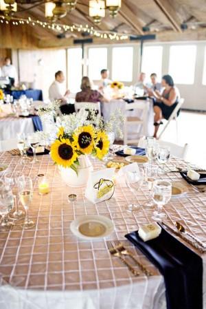 sunflower-and-babys-breath-wedding-centerpieces