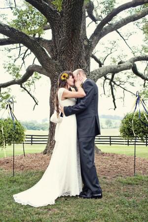 wedding-ceremony-under-tree