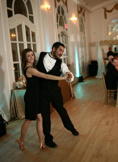 ballroom-dancers-perform-at-wedding-reception