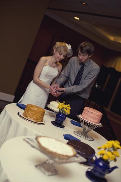 cutting-the-cake-diy-cake-buffet-wedding