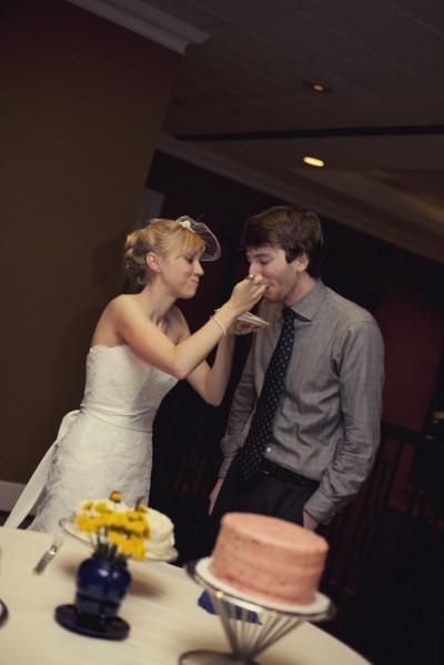 cutting-the-cake-diy-wedding-cake-buffet