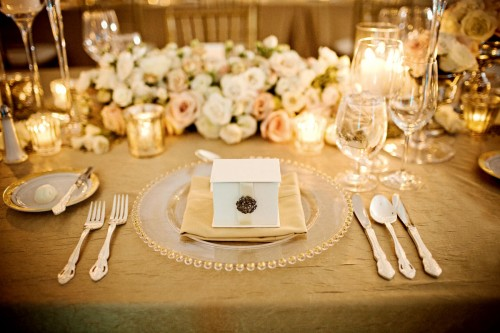 gold-and-cream-table-setting-place-setting-wedding-gold-linens