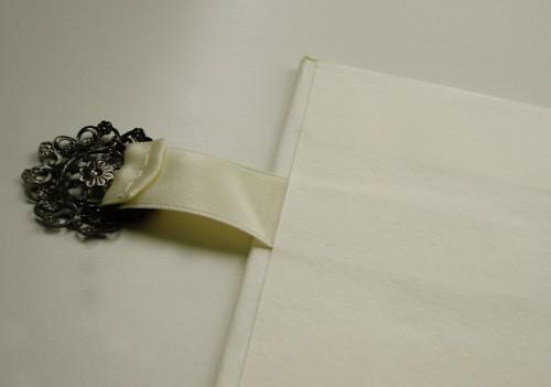 top-closure-filigree-for-drop-spine-box