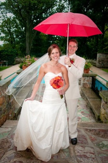 bride-and-groom-with-red-umbrella
