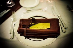 chocolate-brown-and-green-place-setting-wedding