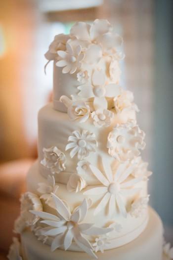 cream-white-cake-with-sugar-flowers