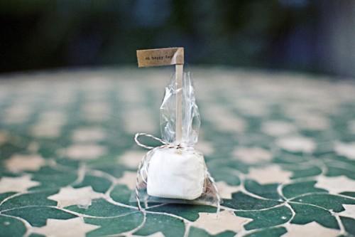 diy-smores-wedding-favors-marshmellow