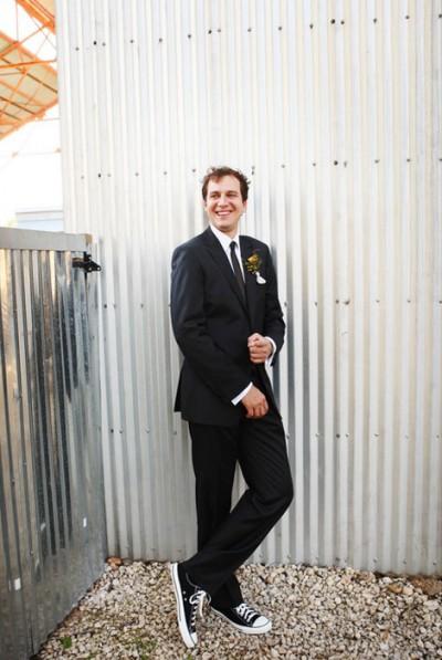 groom-in-chuck-taylors