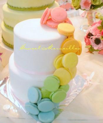 macaron_macaroon_cascade_wedding_cake