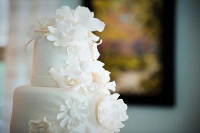 sugar-flower-detail-white-cake