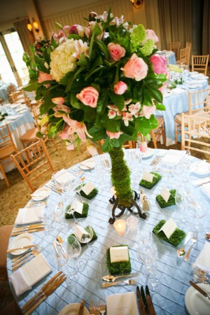 tall-pink-and-green-centerpieces-blue-linens