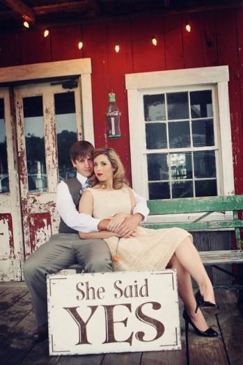vintage-barn-engagement-photos