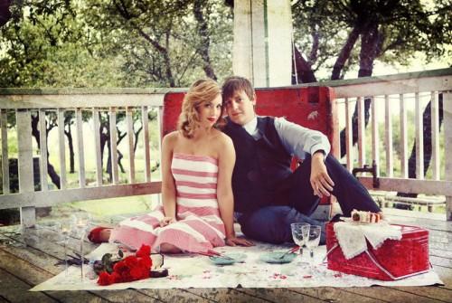 vintage-picnic-engagement-photos