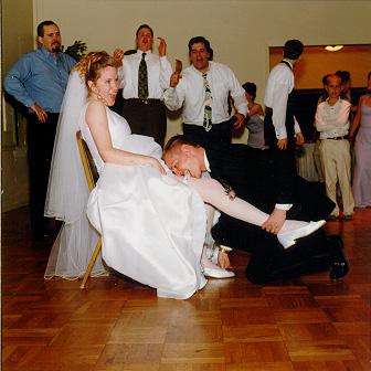 wedding-garter-toss