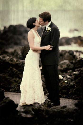 wedding-portrait-on-black-sand-beach-big-island