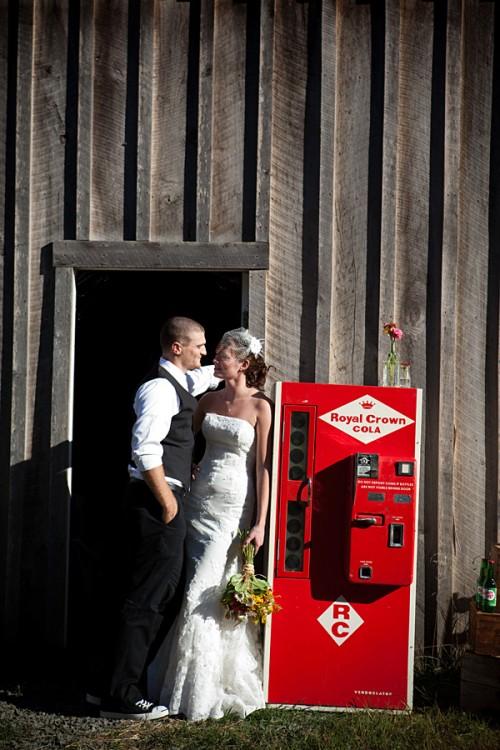 antique-cola-machine-vintage-wedding-photos