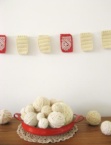 crocheted-garland-wedding-ideas
