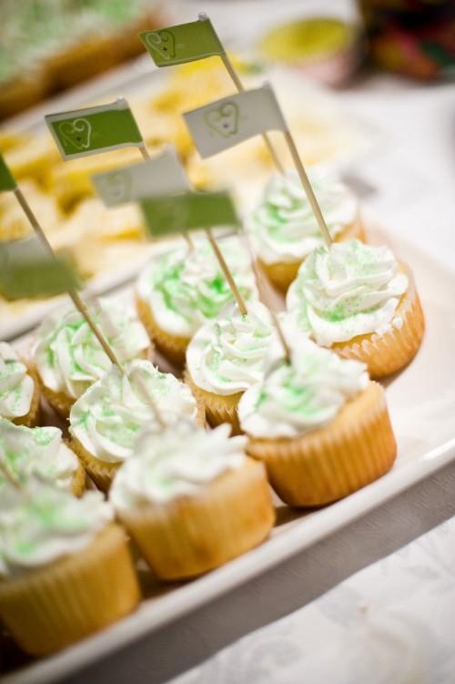 cupcake-flags-wedding
