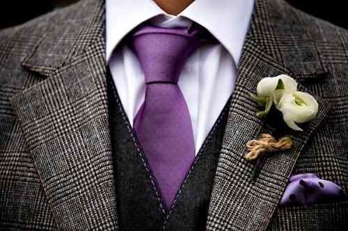 groom-purple-tie-ranunculus-boutonniere