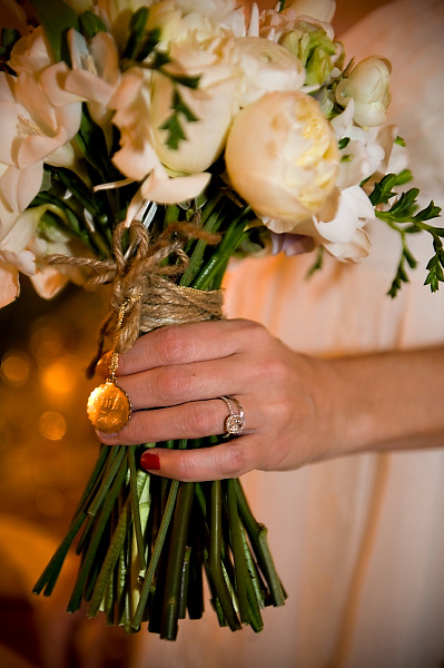long-stemmed-bouquet-tied-with-twine