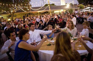 outdoor-wedding-reception-fairy-lights