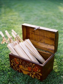parasols-wedding-ceremony-wooden-box