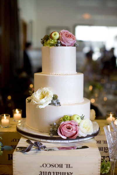 pink-and-green-wedding-cake-on-wine-crates