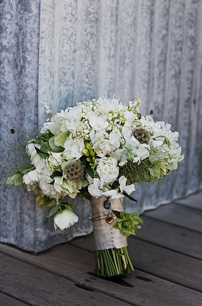rustic-bouquet-white-and-green