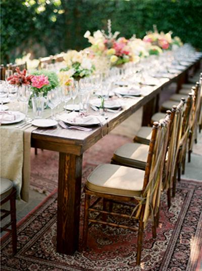 rustic-outdoor-wedding-rugs-wood-table